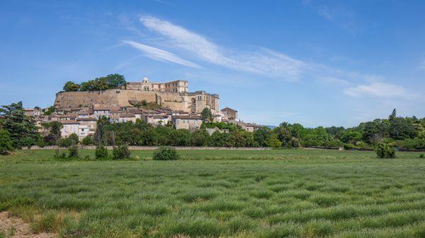 Le château de Grignan au printemps