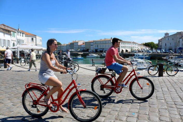 Couple de cyclistes à Saint-Martin-de-Ré