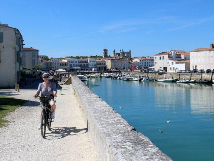 Cycliste à Saint-Martin-de-Ré