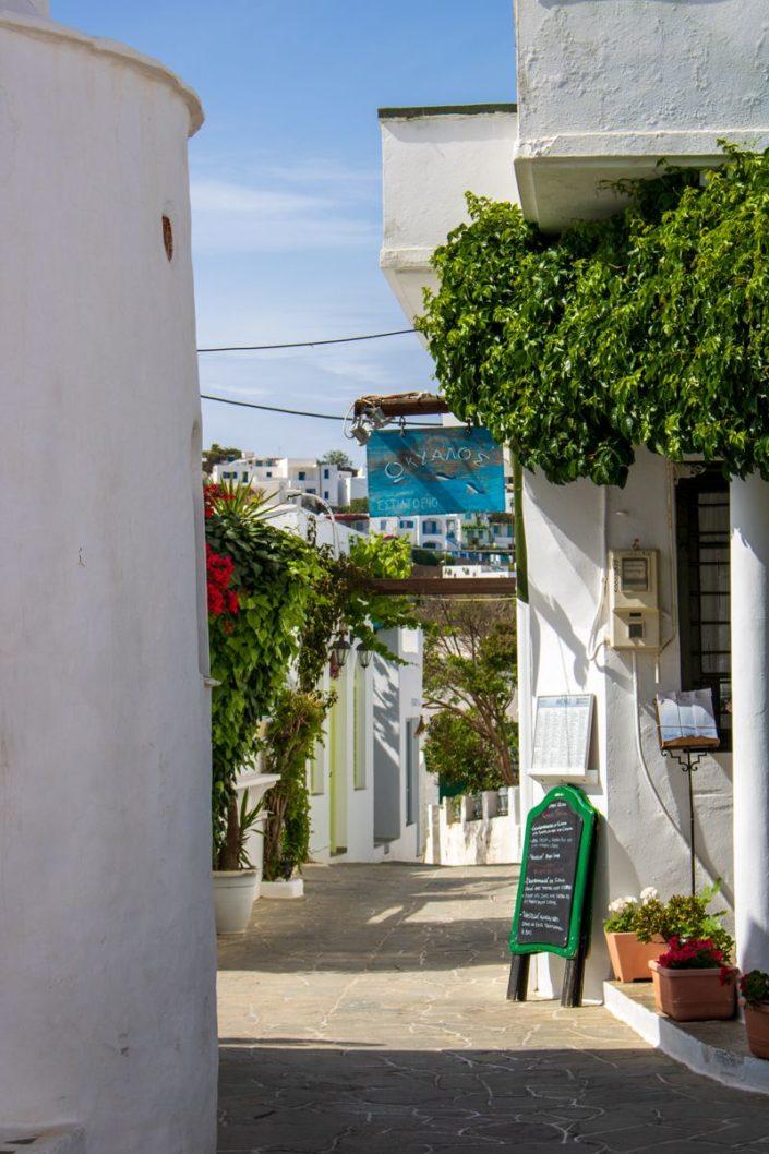 Ruelle pietonne d'Apollonia sur l'île de Sifnos, Cyclades