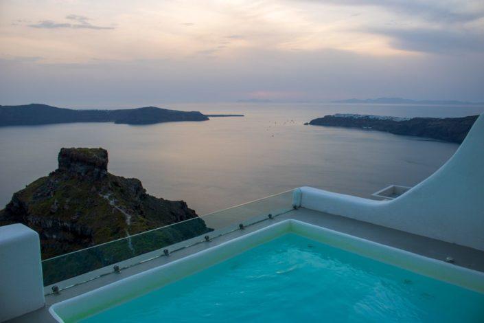 Soirée à l'hôtel Sunny Villas, à Imerovigli, sur l'île de Santorin