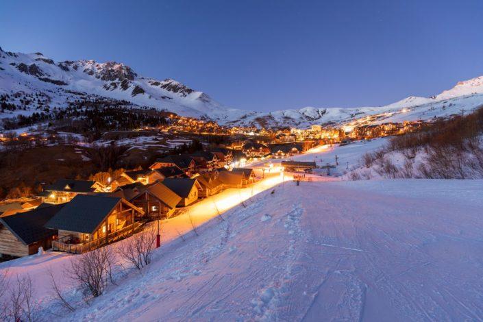 La station de ski de Saint-François-Longchamp depuis la piste du Rimolard