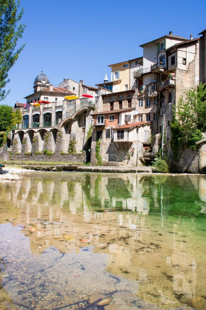 Le village de Pont-en-Royans et la rivière de la Bourne, Vercors, France